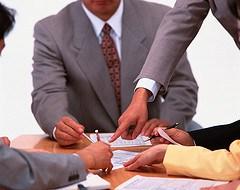 Потребуйте от клиента написать письмо об ошибочной оплате.