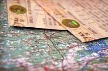 Суммы возмещения расходов работника, связанных с поездкой на праздничное мероприятие, облагаются НДФЛ